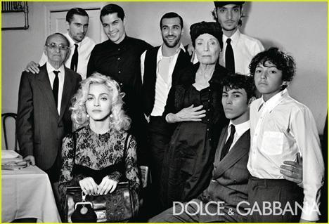Yaratıcı direktörlüğünü markalarıyla A'dan Z'ye ilgilenen Domenico Dolce ve Stefano Gabbana'nın yaptığı çekimlerde sanat yönetmenliğini ise Fabien Baron üstlendi.