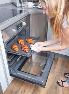 Fırında pişirme  Bu yöntemde yiyecekler fırında pişirilirler. Her yiyeceğin pişirme derecesi farklıdır ve fırın önceden mutlaka pişirme ısısına getirilmiş olmalıdır.
