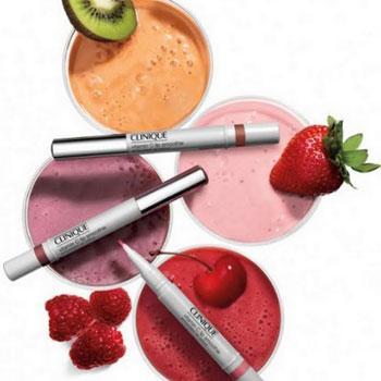 Dudak bakımı Narin dudakları korumak ve onarmak için, antioksidan içeriğiyle etkisi artırılan ürün, dudaklara hem bakım yapıyor hem de renk veriyor. Vitamin C Lip Smoothie dudak bakimi: 43 TL, CLINIQUE