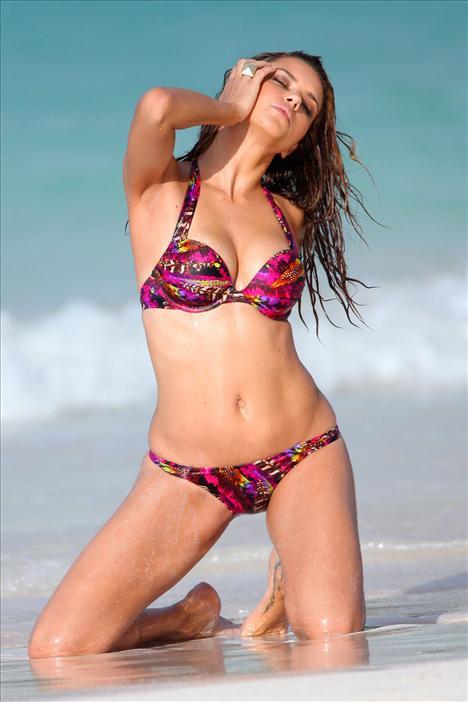 Bikinili Adriana - 38