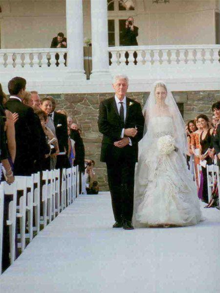 Bill Clinton, kızını ağlamadan damada teslim etmenin hayatındaki en büyük başarılardan biri olduğunu söyledi.
