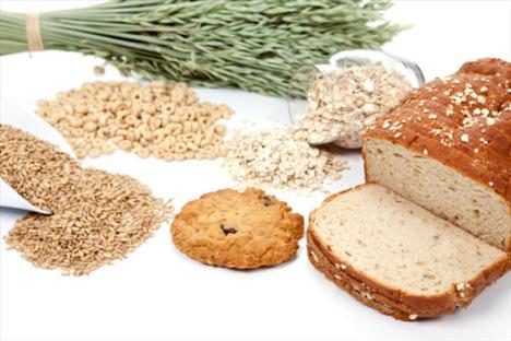 Unu bırakın, lifli yiyeceklere yönelin… Yapılan araştırmalar beyaz unu çok fazla tüketen kişilerin özellikle bel çevrelerinin daha kalın olduğunu ve bu bölgede selülit oluşumuna daha çok rastlandığını ortaya koyuyor. Tam tahıllı yiyeceklerse kilo vermenizi kolaylaştırırken, dolaylı yoldan da olsa selülit oluşumunu engelliyor, özellikle tahıllı ekmekte bulunan yüksek lif oranı uzun süre tok hissetmenize neden oluyor.