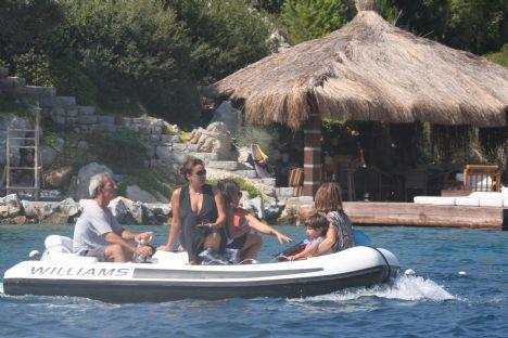 Melkan Tabanlıoğlu  Eşi Murat Tabanlıoğlu ve kız kardeşi Özdem Gürsel ile birlikte Bodrum'daki evlerinde tatil yapan Melkan Hanım, dostlarını görmek için Maça Kızı'na geldi. Bir süre beach partide dostlarıyla vakit geçiren Melkan Hanım kardeşi Özdem Hanım ile birlikte beachden ayrıldı.