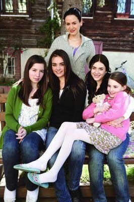 """Hande Soral'ın başlıca rolleri Özge Borak, Fulya Zenginer, Elit İşcan ve Selin Ilgar'la paylaştığı """"Küçük Kadınlar"""" dizisinin yeni sezondaki ilk bölümü, 28 Ağustos Cumartesi akşamı Star TV'de yayınlanacak."""