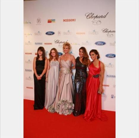 Gigi, Stella del Carmen, Melanie Griffith, Maria Bravo ve Eva Longoria