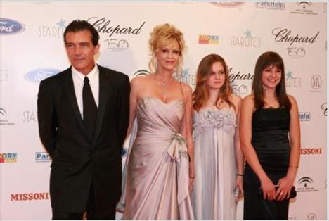 Antonio Banderas, Melanie Griffith, Stella del Carmen ve Gigi