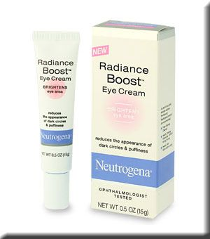 Neutrogena Radiance Boost Göz çevresindeki siyah halkaların ve şişliklerin görünümünü azaltmaya destek oluyor. Fiyatı, 19.65 TL.