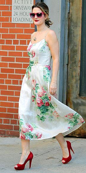 Rock-bohem stilin şık sentezi: Drew Barrymore - 24