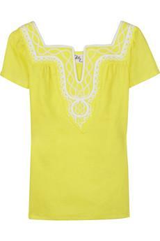 Beyaz tenliyim ve canlı renkler giymeyi seviyorum. Hangi tonları seçmeliyim?   Mavi bazlı mücevher tonları, pembelere, sarılara ve turunculara oranla ten renginizle çok daha uyumlu olacaktır. Aksesuarlarınızda kontrast renkler seçmeye özen gösterin.