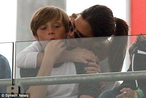 Victoria Beckham ve en büyük oğlu Brooklyn, birbirlerine çok bağlılar.