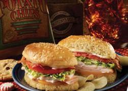 Tavuk etli ve kabaklı sandviç   Malzemeler:  Yarım baget ekmek, 50 gr tavuk göğüs eti, yarım kabak, 2 yemek kaşığı zeytinyağı, 1 yemek kaşığı mayonez, 1/4 demet dereotu, tuz, kırmızı pul biber   Hazırlanışı:  Tavuk etli ve kabaklı sandviç: Pratik sandviç tarifleri arasında özel bir yere sahip. Tavuk göğüs etini kuşbaşı doğrayın ve bir tavada zeytinyağı ile soteleyin. Kabağı ince doğrayın ve tavuğa ilave edip soteleyin. Ocağın altını kapatın. Dereotunu ince kıyın. Tüm malzemeyi bir kapta mayonezle birlikte karıştırın. Tuz ve pul biberle tatlandırın. Baget ekmeğin içini çıkarıp harcı doldurun ve servis yapın.