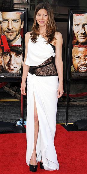 İşinin gerektirdiği gösterişli giysilerin aksine, Jessica Biel'in kişisel yaşamında tercih ettiği giysiler çok sade ve gösterişten uzak.  Pucci