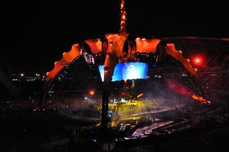 U2'nun sahnesinden bir kare