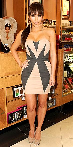 Kıvrımlı ve çok gururlu: Kim Kardashian - 22