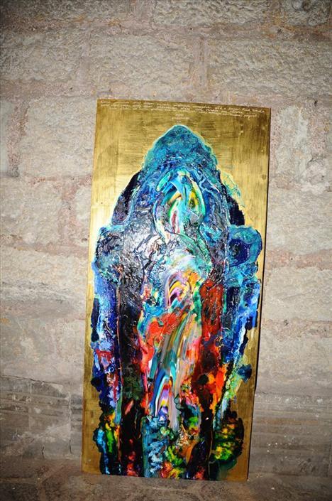 """Sanat Galerisi, Galeri Artist sahibi Dağhan Özil Aya İrini'de kapılarını yeni sergisi """"Hemisphere"""" ile açıyor.  """"İSTANBUL 2010 PROJE"""" adını alan ve İstanbul'da başlayıp Belçika'da sona erecek bir dizi sergi ve konferans etkinliğinden oluşan girişimin ilk ayağında Belçikalı sanatçı Johan Tahon ve Ergin İnan'ın """"Hemishere"""" adını verdikleri sergi; her iki sanatçının da desenlerinden oluşuyor."""