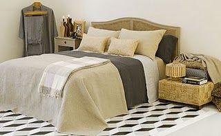 19-Yatak örtüsü önemlidir  Duvarların rengine uyum sağlayacak bir yatak örtüsü ya da pike edinerek, evinize stil katın. Bu tip birbirini tamamlayan detaylar çok şık bir uyum sağlayacaktır.