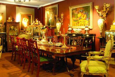 13-Antik detaylar  Antika mobilyalar yaşanmışlıkların ve anıların mekanlardaki temsilcileri. Siz de bu tarz parçalara sahip olabilir, eski mobilyalara evinizde yer açabilirsiniz.  14-Yaratıcı ve zarif  Evinizde nişler varsa bunları işlemeli kumaşlarla kaplayabilirsiniz. Böylece hem depolama alanı kazanır hem de ilgi çekici köşeler yaratabilirsiniz.