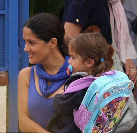 Salma Hayek ve Valentina okul yollarında - 3