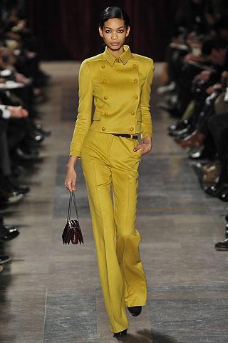 Sarı ispanyol paça pantolon ve ceket takım.