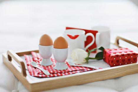 1. GÜN  Kahvaltı 1 adet haşlanmış yumurta 1 ince dilim yulaf ekmeği, kabuksuz domates ve kabuksuz salatalık  Ara 1 su bardağı taze sıkılmış elma suyu