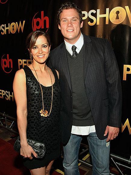 Bob Guiney ve Rebecca Budig 2003 yılında büyük bir aşkla evlenmişlerdi. Fakat yedi yıllık evliliklerini 2010 yılında noktaladılar.