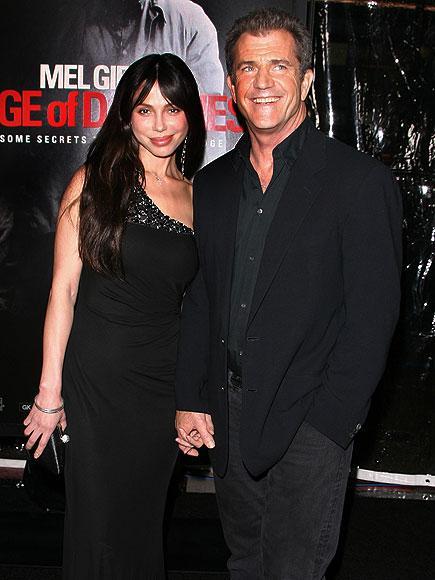 Mel Gibson ve Rus mizisyen kız arkadaşı Oksana  Grigorieva 2010 yılının en çirkin ayrılıklarından birini yaşadılar. Mel Gibson'ın eşini dövdüğü iddiaları, magazin basınını epeyice meşgul etti.