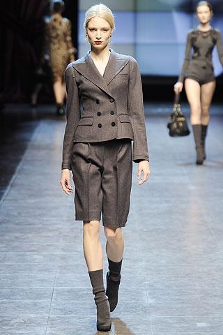 İşte sonbaharın anahtar kelimeleri: Derli toplu, klasik, minimalist.    Dolce&Gabbana