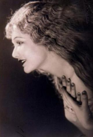 Kraliçe seçildikten sonra çeşitli filmlerde oynayan Feriha Tevfik, sonraları tiyatroda da yer aldı ancak 1939'dan sonra sahnelerden tamamen ayrıldı ve bir daha hiç dönmedi. Üç kez evlendi. 1991'de geçirdiği bir beyin kanaması sonucunda yaşamını yitirdi.