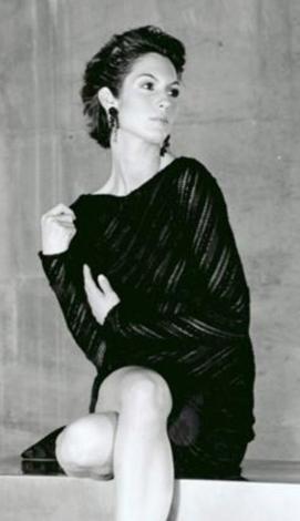 Ceylan Saner belki annesi gibi taçlı bir kraliçe olmadı ama podyum ve TV dünyasında annesinin zarif güzelliğini taşıdı.