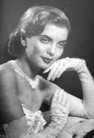 TÜRKİYE'NİN ÇIKARDIĞI İLK AVRUPA GÜZELİ   Hocalarının ısrarıyla katıldığı 1951 Türkiye güzeli yarışmasında birinci oldu..