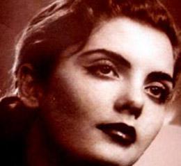 Osırada Güzel Sanatlar eğitimi görüyordu. Ardından Napoli'deki yarışmada Türkiye'yi temsil etti ve Avrupa güzeli unvanını kazandı.