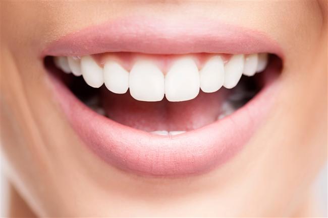 Bembeyaz dişler Dişlerinize iyi bakın. Beyaz dişler ve sağlıklı, pembe bir diş eti sağlıklı genlere sahip olduğunuz anlamına geliyor. Dişlerinizi fırçalamanın dışında beyazlatıcı macunla fırçalamayı ihmal etmeyin. Yılda iki kez de temizletin.