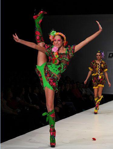 Moda Haftası'na 50'den fazla tasarımcı katılırken, gelecek yılın İlkbahar-Yaz giysilerini spor çizgilerin egemen olduğu açık ve parlak kıyafetler oluşturacak.