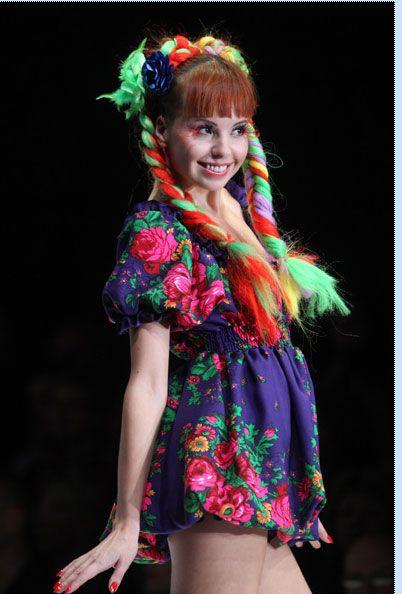 """Rusya'nın ünlü modacısı Oleg Biryukov yaptığı açıklamada, """"İlkbahar koleksiyonunun ana düşüncesi çevreci olması."""