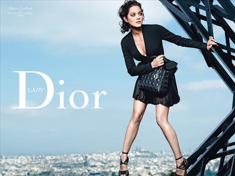 Bazıları yıllardır bizim için klasikler arasında, bazıları ise klasikler arasındaki yerlerini yeni yeni almaya başlıyor.Dior