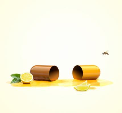 C Vitamini Ne işe yarıyor?  •Hava kirliliği, sigara ve güneşin yaydığı zararlı ışınlar serbest radikallerin oluşmasına neden olur. Bunlar da zamanla cildinizi yaşlandırır. C vitamini, bu tahribatı azaltan bir antioksidandır. Deriye doğrudan uygulandığında güneşin zararlı etkilerine karşı cildi korur. Kolajen üretimini artırarak cildin genç görünmesini sağlar.  •Ayrıca yapılan araştırmalar C vitaminin, kanserden korunma noktasında da etkili olduğunu gösteriyor.