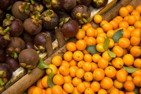 Nerede bulunur?  Taze sebze ve meyveler en iyi C vitamini kaynağıdır.