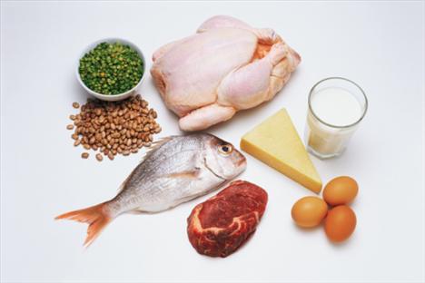 Nerede bulunur?  Balık, et, tavuk eti, yumurta ve zenginleştirilmiş ekmek gibi birçok yiyecekte bulunur.