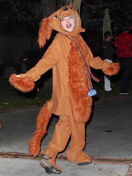 Amanda Seyfried bu kostümü için kendi köpeğinden esinlenmiş.