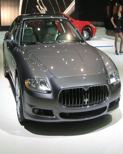 İstanbul Auto Show 2010, CN Fuar alanında, otomobil tutkunlarını buluşturdu. Birbirinden güzel otomobiller, muhteşem şovlar eşliğinde görücüye çıktı. Fuarda Türkiye'de üretilen birçok yeni model, özellikle de Hibrit ve elektrikli modeller büyük ilgi  görüyor.