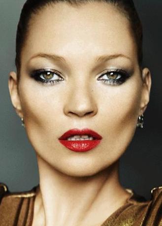 Kate Moss 36 yaşında ama hala yıllara meydan okuyor..