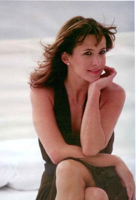 1995'te 'Cesur Yürek ' ile birlikte ilk kez ingilizce bir yapımda rol alan Fransız yıldız, 2002 yılında 'Bana Aşktan Söz Et' filmiyle ilk kez yönetmen koltuğunada oturdu.