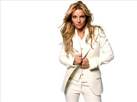 28 yaşındaki şarkıcı Britney Spears ise 41 milyon euroyla üçüncü.