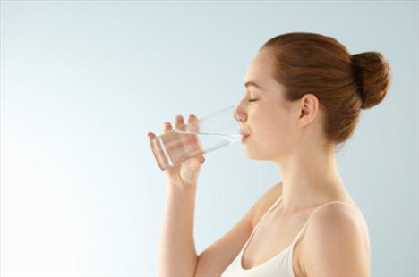 6.Bayram boyunca günde 8 - 10 bardak su için. Özellikle her sabah kalkınca ve öğünlerden önce ılık su için.