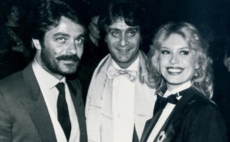 KADİR İNANIR- CHRISTINE HAYDAR  Kadir İnanır, 1979'da İstanbul'a gelen ve 'Haydarpaşa'nın gelini' olarak lanse edilen, birçok filmde rol alan Christina Haydar ve kocasıyla birlikte.