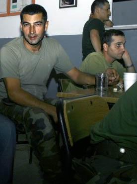TV ekranlarının en gözde aktörlerinden Kenan İmirzalıoğlu Edirne'nin Süloğlu ilçesinde bulunan 54. Mekanize Piyade Tugay Komutanlığı'nda askerlik yaptı.