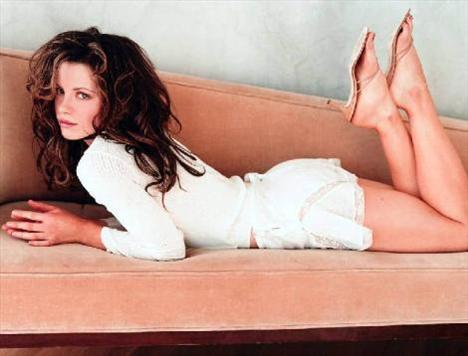 Kate Beckinsale  52 kilo.