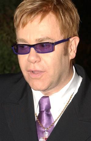 Depresyonda olduğu bu dönemde Elton John, Linda Woodrow adında bir kadınla nişanlıydı. Cİnsel tercihini gizlemekten dolayı büyük bir psikolojik sıkıntı yaşayan ünlü popçu intihar girişiminde bu nedenle bulundu.