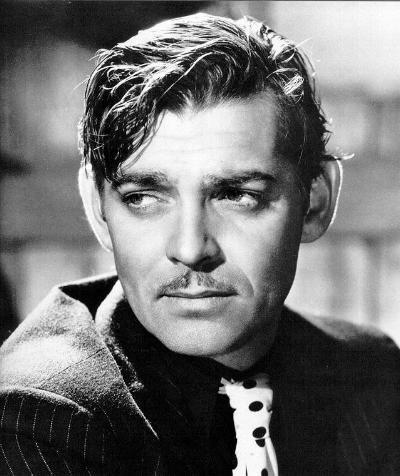 Annesini de 7 aylıkken kaybeden Clark Gable, eşi öldükten sonra kendini motorla aşırı hız yaparak öldürmek istedi ama girişiminde başarılı olamadı.