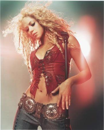 Shakira, bir ilişkinin, eş değil sevgili olunursa daha iyi işleyeceğine inandığını söyledi.